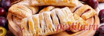 Слойки со сливой • Рецепт Вкусные и хрустящие слойки со сливой из готового слоеного теста. Для начинки в рецепте можно использовать как свежую сливу, так и замороженную.