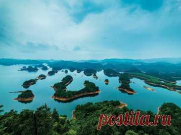 Цяньдаоху — «Озеро тысячи островов», достопримечательность провинции Чжэцзян в Китае. Образовалось в результате строительства гидроэлектростанции.