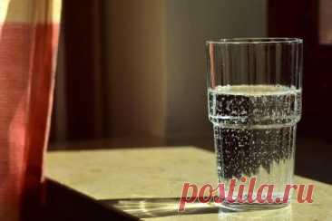 Какую воду нельзя пить по утрам? -