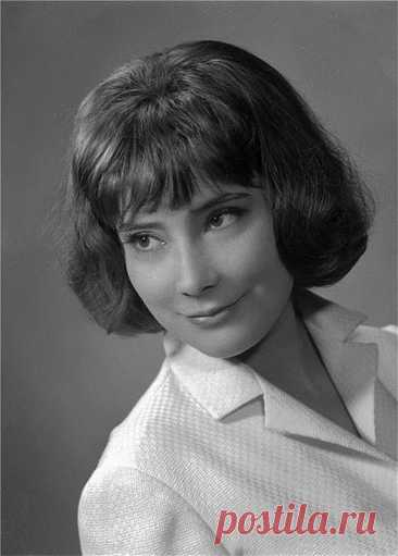 ༺🌸༻4 мая 1934 года родилась известная советская актриса и настоящая кинозвезда Татьяна Самойлова. Ее не стало семь лет назад, в 2014-м, тоже 4 мая.