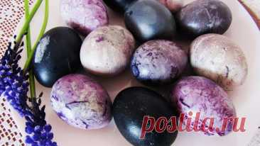 Как покрасить яйца на Пасху чаем каркаде Предлагаю простой способ покраски яиц на Пасху натуральным красителем – чаем каркаде. Яйца получаются очень красивыми, праздничными, необычными.Ингредиенты:яйца – 8 шт.;чай каркаде – 90 г.;уксус 9% — 1 ст.л.;вода – 800 мл.Приготовление:Яйца предварительно достаем из холодильника,...