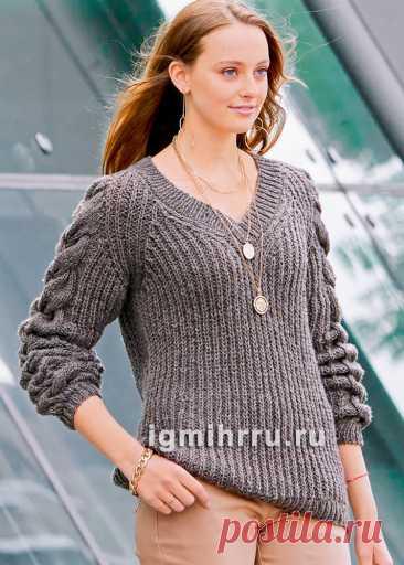 Пуловер с патентными узорами и «косами» на рукавах. Вязание спицами со схемами и описанием