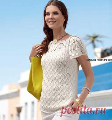 Белый пуловер с коротким рукавом спицами. Классический летний пуловер с красивым ажурным узором