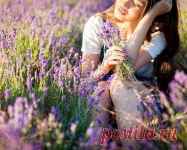 Возьму палитру ярких красок И нарисую на холсте Мир дивный, чудный и прекрасный, Который я ношу в себе...  © Валентина Гонгалева