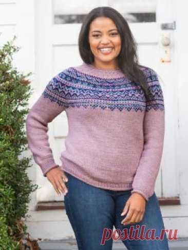 Пуловер Лэнгли Пуловер с круглой жаккардовой кокеткой для женщин, связан из смесовой пряжи спицами 5 мм. Для узора жаккард рекомендуется использовать пряжу...