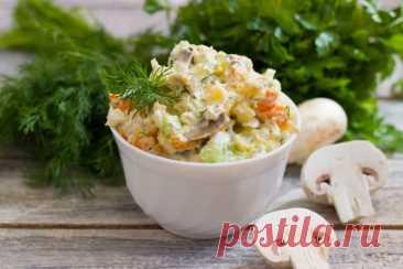 Салат с жареными грибами: слоёный разноцветный салат с потрясающим вкусом - Калейдоскоп событий  Салат с жаренными грибами – получается красивым, ярким. Невероятно вкусным! Делаем его слоями, и выглядит такой салатик очень нарядно! Прекрасное сочетание продуктов. Салат с жаренными грибами: ингредиенты 150 (сто […]