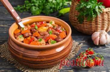 Свинина с фасолью и овощами в горшочках