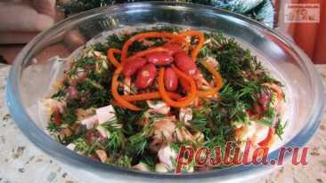 Салат с ветчиной, фасолью и морковью по-корейски Предлагаю приготовить простой, быстрый, но очень вкусный салатик. Для его приготовления ничего не нужно варить – открыл, смешал и все готово, а получается он очень вкусным!Ингредиенты:ветчина – 200 г.;морковь по-корейски – 200 г.;фасоль консервированная красная – 200 г.;сыр твердый – 100...