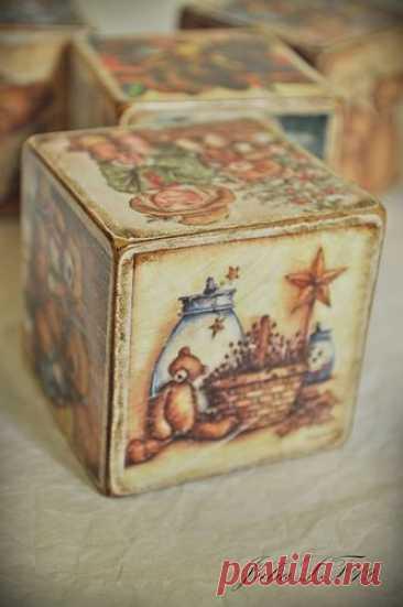 Винтажные кубики Винтажные кубикиДаже кубики можно превратить в изысканное произведение искусства.