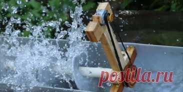Мини-ГЭС на винте Архимеда Приветствую всех любителей помастерить, предлагаю к рассмотрению инструкцию по изготовлению мини-ГЭС, которую автор собрал на принципе винта Архимеда. Для работы такого генератора нужна струя воды, в качестве генератора автор присособил маленький моторчик. Самоделка генерирует напряжение почти 3В,