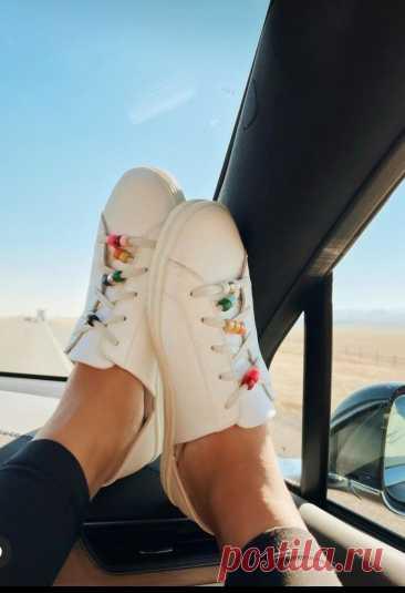 Бусины на кроссовках