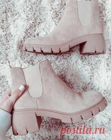 Ботинки и сапоги, которые все знаменитости будут носить осенью 2021 Осенью выбор обуви играет очень важную роль. Она должна быть универсальная, практичная и, конечно, стильная. Всем интересно узнать, какие осенние тренды в ботинках станут популярными, … Читай дальше на сайте. Жми подробнее ➡
