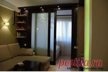 Разделение пространства комнаты на спальную и гостиную зоны