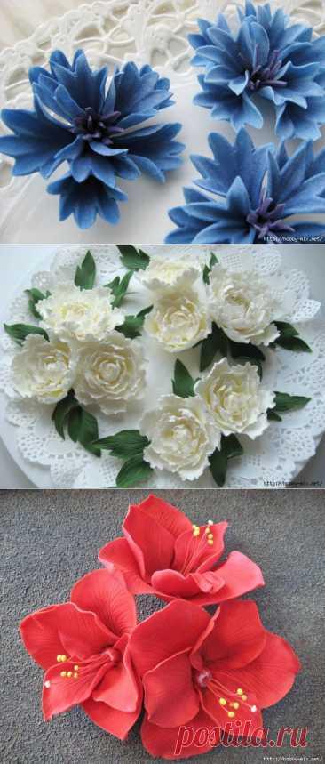 El modelado. Las flores de ostentación de la almáciga de azúcar para adornamiento de las tortas. La foto las clases - maestro la parte 2.