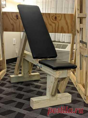 Регулируемая силовая скамья своим руками Из этой статьи читатели узнают, как можно своими рука сделать спортивную скамью. С помощью этой скамьи можно выполнять различные спортивные упражнения: жим лежа, наклонный жим и жим сидя и другие. Инструменты и материалы:-Пиломатериалы;-Крепеж;-Материал для