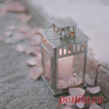 Время остановилось между сказкой и былью Я стою на холодных плитах, покрытых звёздной пылью...