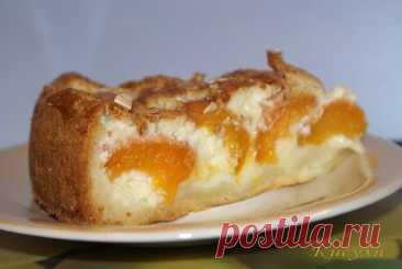 10 рецептов приготовления блюд из творога ====================================== В кулинарии творог запекают, используют в качестве начинки, готовят из него вкуснейшие десерты. Из жирного творога выходит великолепный домашний сыр. Творожники или сырники, вареники, ватрушки, вертута, бабка творожная и это еще не весь список. ====================================== 1. Творожно-абрикосовый пирог с миндалём ====================================== Ингредиенты  тесто: творог обезж...