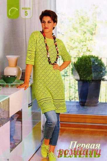 Ажурное зелёное платье крючком В интернете нашла вот такое миленькое платье крючком. Хочу поделиться с вами, возможно кому-то пригодится. Лично мне платье очень понравилось. Несложное в выполнении, не очень дырчатое, великолепный цвет пряжи.
