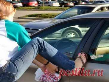 Как открыть дверь машины, если ключи остались внутри