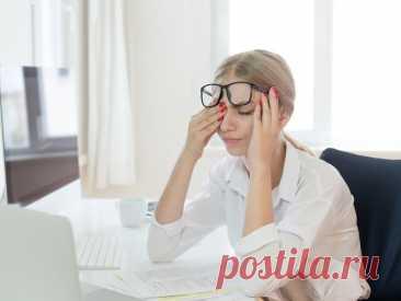 Признаки того, что ваше зрение ухудшается Вспышки в глазах, темные точки, краснота — порой вполне серьезные симптомы мы списываем на банальную усталость. Врач-оптометрист рассказал, когда стоит немедленно обратиться за помощью к специалистам.
