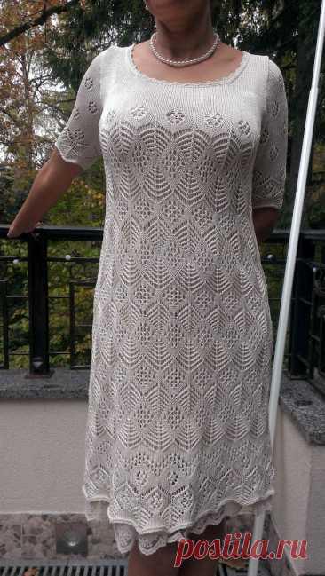 Великолепное платье связано спицами шетландскими узорами..