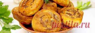 Шанежки с мясом из творожного теста • Рецепт Сочные шанежки с мясом из творожного теста с хрустящей корочкой. Это очень вкусные пирожки с фаршем в форме рулетиков. Творожные шанежки с начинкой могут стать сытной закуской, завтраком или быстрым перекусом.