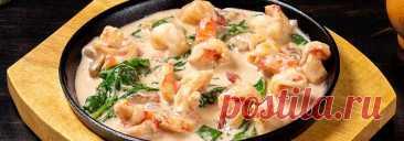 Креветки под сливочным соусом • Рецепт Вкусные и нежные тушеные креветки под сливочным соусом станут эффектным дополнением любого стола. Это самый популярный и одновременно легкий рецепт приготовления в сковороде.