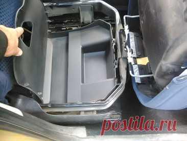 3 скрытых отсека для мелочи, которые есть во многих автомобилях, а владельцы о них даже не догадываются   Автотех   Пульс Mail.ru Тайные грузовые отсеки в автомобиле, найти которые не так просто.