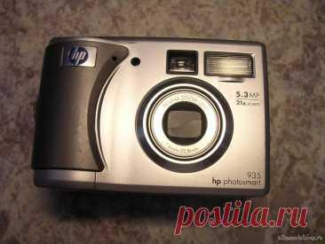 Меняем дисплей на цифровой камере HP Photosmart 935 И вот у меня на столе простенький ремонт. Нужно поменять дисплей на цифровой камере HP Photosmart 935. Обычно он проходит по категории «экспресс», то есть в течении часа. Если клиент не желает ждать- в течении суток будет лежать на выдаче...а там как заберет. Приятно с утра для разгону... выпить