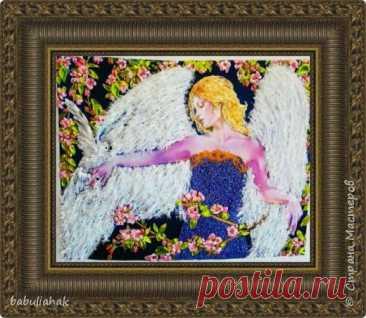 Ангел с голубем,вышивка в смешанной технике,нитки и ленты,бисер.