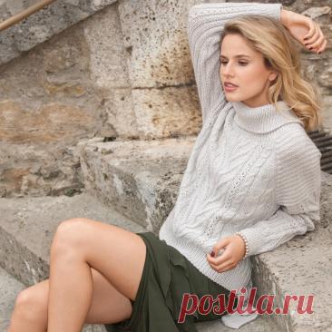 Серый свитер с рельефным узором