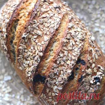 Хлеб на закваске с изюмом и овсяными хлопьями