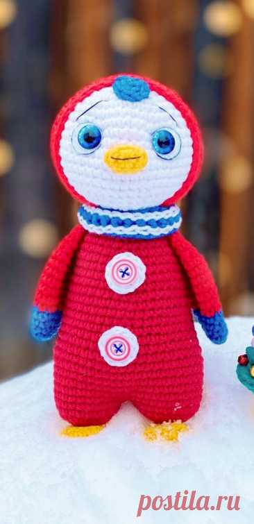 PDF Лоло и Ёлка крючком. FREE crochet pattern; Аmigurumi toy patterns. Амигуруми схемы и описания на русском. Вязаные игрушки и поделки своими руками #amimore - пингвин, пингвинята, пингвинчик, пингвинёнок, птица, птичка.