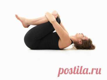 3 упражнения в кровати вечером, чтобы спать крепко. Упражнения для расслабления мышц спины перед сном. | health and beauty | Яндекс Дзен