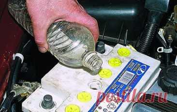 Что доливать в аккумулятор — воду или электролит?