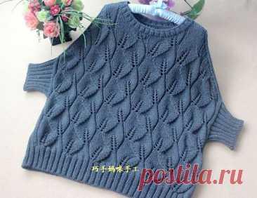 Вещи оверсайз сейчас на пике моды, а значит самое время начать вязание этого свободного пуловера спицами. Несмотря на простоту, крой его отличается продуманностью: скошенное плечо создаёт уютный…