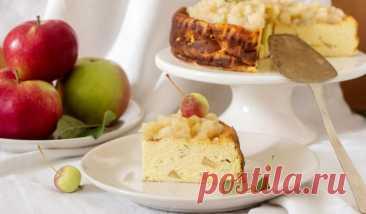 Творожная запеканка с яблоками - Лайфхакер