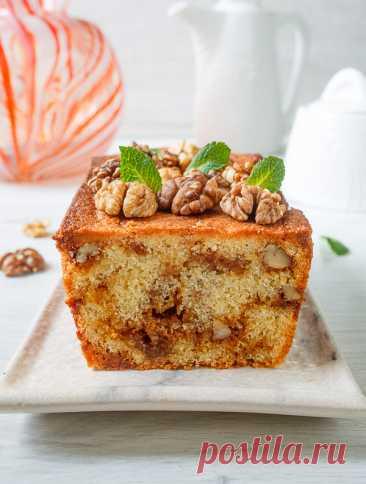 Карамельный кекс с грецкими орехами на Вкусном Блоге Это один из вкуснейших кексов среди тех, что я когда-либо готовила и пробовала. Он чуть более замороченный, чем большинство кексов в блоге, но это однозначно стоит результата. Обязательно попробуйте его приготовить – думаю, он покорит многие сердца и желудки 🙂 Готовим карамель. В сотейник насыпаем сахар и ставим на средний…
