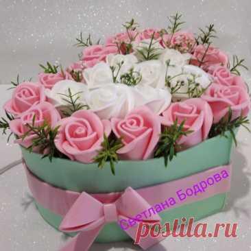 Добрый вечер!  Нежнейший светильник Цветущее сердце. Думаю будет прекрасным подарком к предстоящему празднику.  Изготовлен из изолона. В составе букета 23 розы!  #светильник@dekormbuketa #роза@dekormbuketa