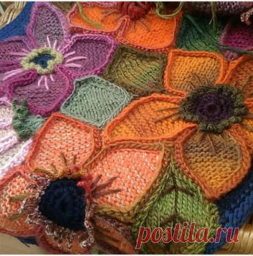 Мотив можно использовать для создания наборного полотна или для декорирования одежды, сумок, предметов интерьера. Размер цветка зависит от толщины выбранной пряжи и спиц. В описании использована шерстяная пряжа 200 м на 100 грамм, спицы №5 и крючок №4.