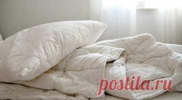 8 ошибок в уходе за текстилем в спальне (они портят кожу, воздух и ваше самочувствие) Редко менять наволочки, не пользоваться наматрасником и застилать постель сразу после сна — избегайте этих ошибок, и ваше постельное белье будет не только чистым, но и абсолютно безопасным.