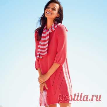 Яркое платье с полосатым воротником спицами