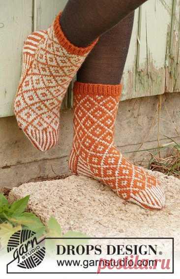 Оранжевые носки узором ромбы
