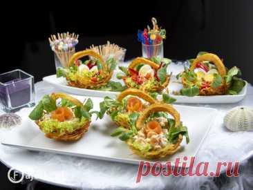 Картофельные корзины с яйцом, лососем, салатом из баранины - Фаджерки и ароматизатор
