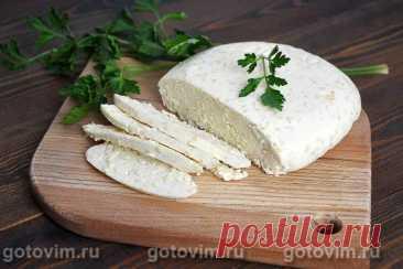 Домашний сыр с кунжутом. Рецепт с фото Хотите порадовать своих близких нежным домашним сыром? Нет ничего проще! Вам понадобится всего пять ингредиентов, немного времени на приготовление и чуточку терпения для ожидания созревания сыра. Время приготовления - 30 минут + сутки на созревание. Выход: 700г. Итак, все по порядку.