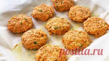 Постные морковные котлеты без яиц, без манки Морковные котлеты - постный, вегетарианский рецепт котлет без мяса, без яиц и без манки. Можно запекать в духовке, а также обжаривать на сковороде. Постные котлеты, очень вкусные и полезные!▶ Смотрите плейлист РЕЦЕПТЫ КОТЛЕТ Ингредиенты (на 10 небольших котлет):  Морковь (крупная) - 2 шт....