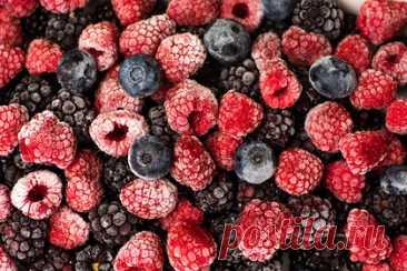 Диетолог назвала полезные способы заготовки ягод на зиму. Врач-диетолог Елена Колотилкина назвала альтернативные способы заготовить ягоды на зиму. Она рекомендовала делать ягодную пастилу. Для этого нужно перемолоть плоды в мясорубке или блендере, а после выложить тонким слоем на сушилку. Еще один способ — замораживать варенье. Для него подойдут любые плоды по вкусу.
