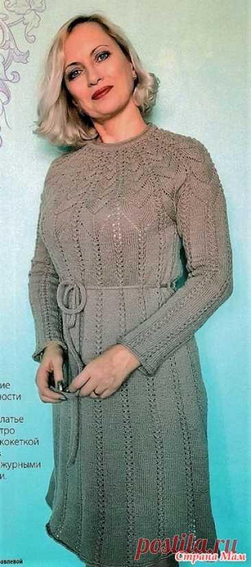 Платье с круглой кокеткой. Спицы. Журнал Вязаная одежда для солидных дам №1 2020