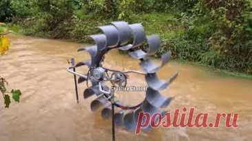 Как сделать ГЭС для подзарядки аккумуляторов Приветствую всех любителей помастерить, предлагаю к рассмотрению инструкцию по изготовлению довольно мощной гидроэлектростанции. Такой самоделкой можно одновременно заряжать несколько повербанков, питая при этом прожектор. Самоделка собрана из колеса от велосипеда, на котором установлены лопасти,