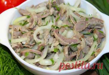 Закуска из курицы готовится в минуты: маринуем с луком как шашлык